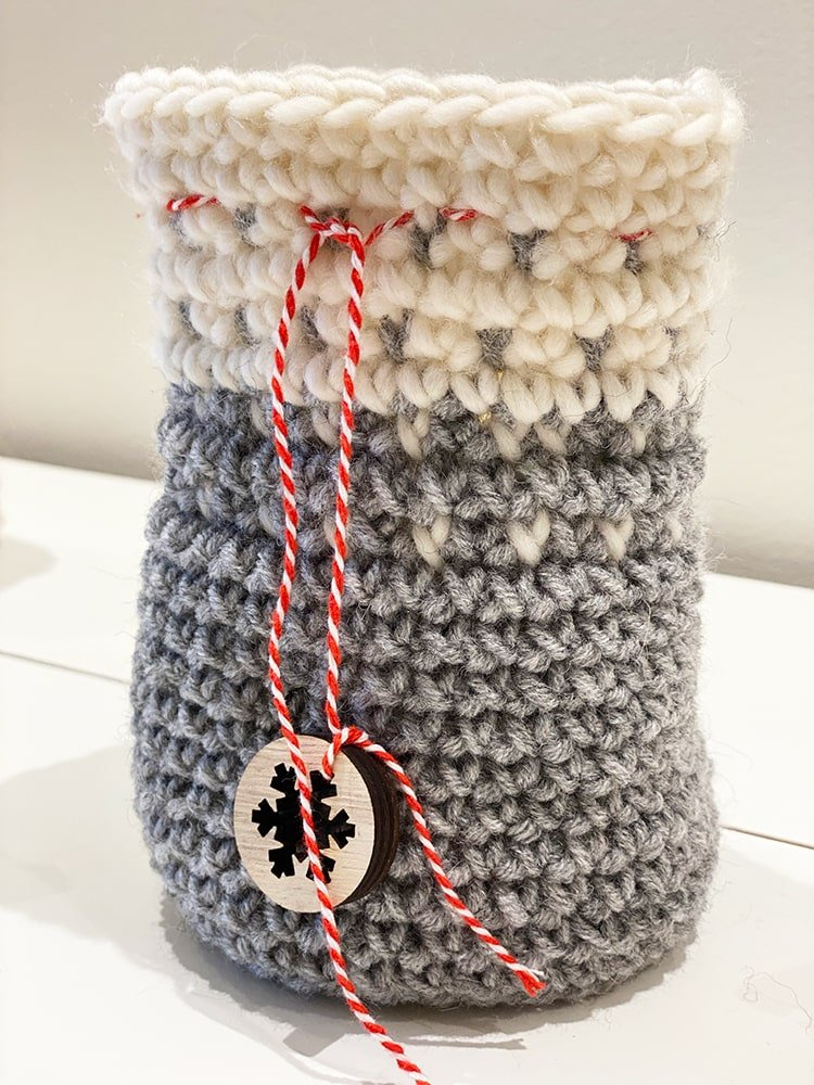Crochet gift bag in grey and white yarn
