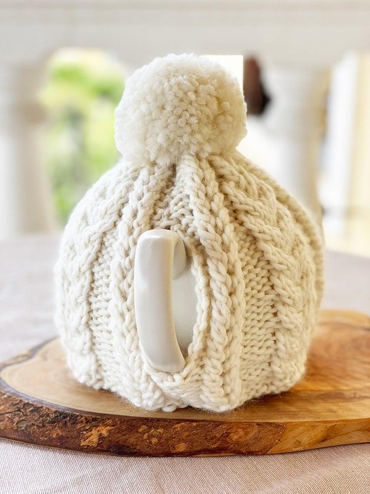Cable knit teapot cozy handle view