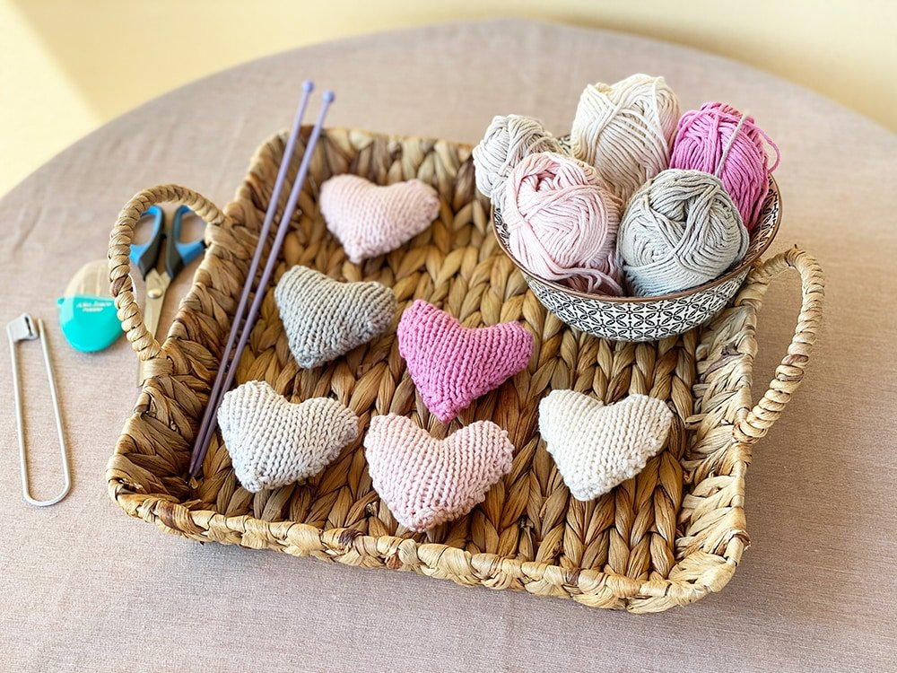 small knitted hearts