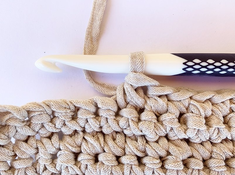 decreasing single crochet sample and crochet hook
