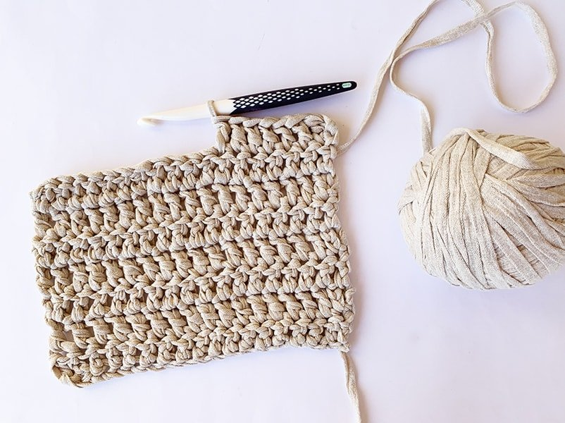 double crochet sample with crochet hook