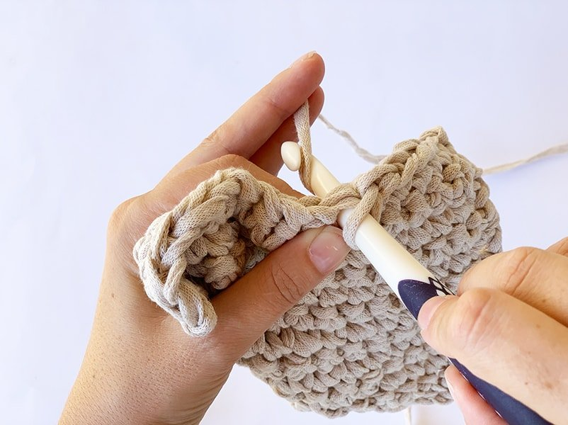 single crochet stitch demonstration