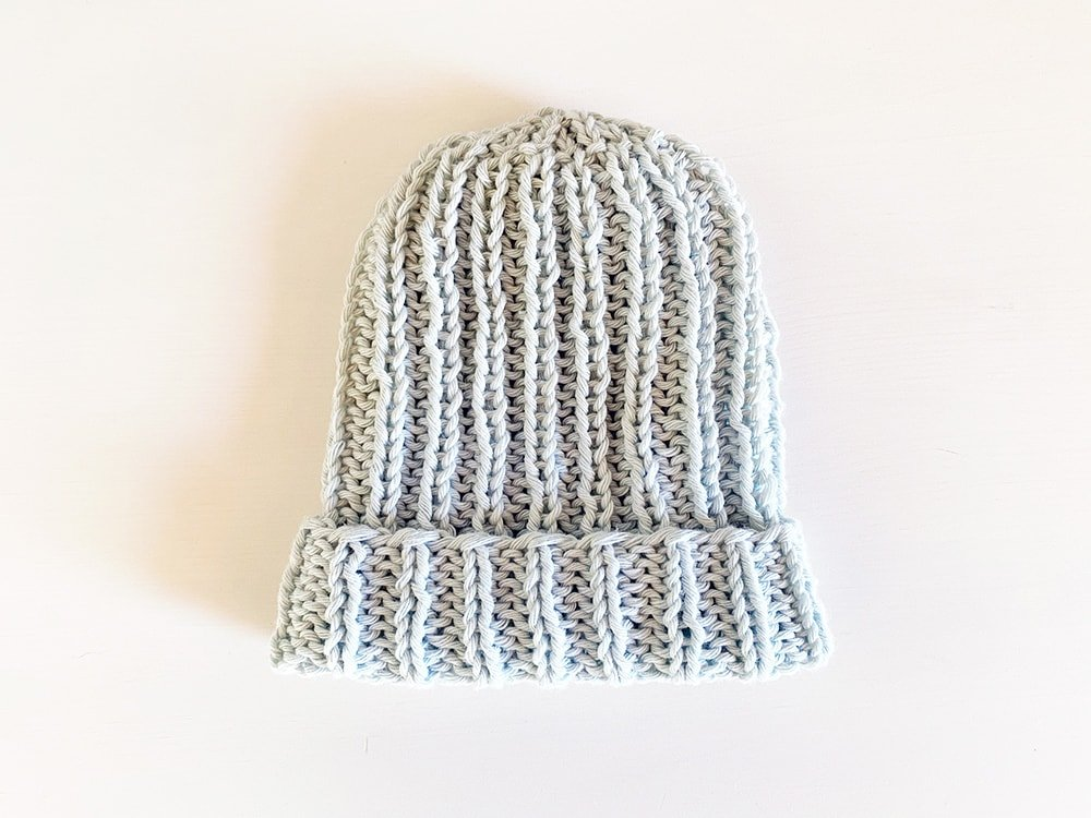 knit a baby hat