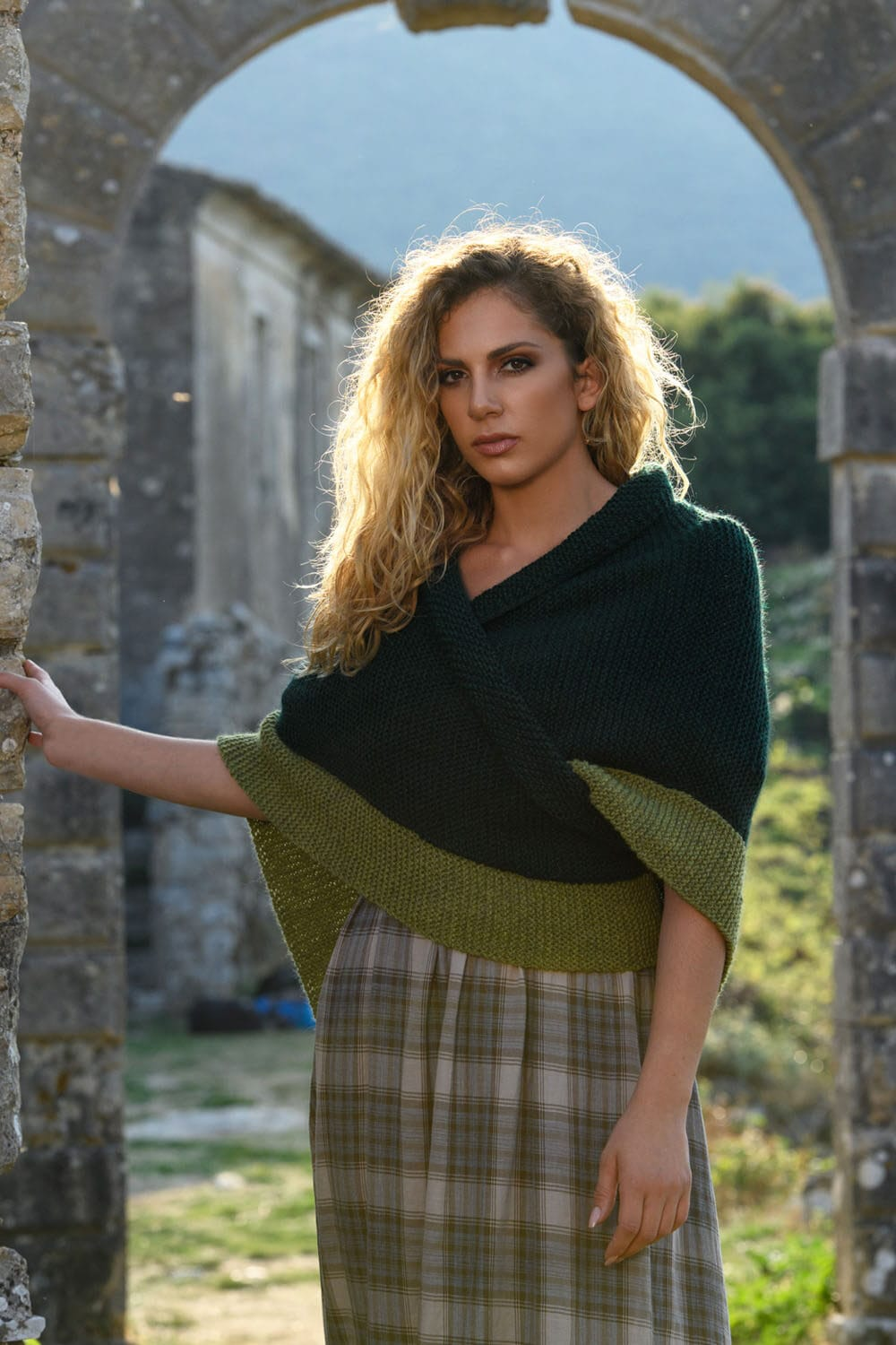 outlander-green-shawl-feat-image