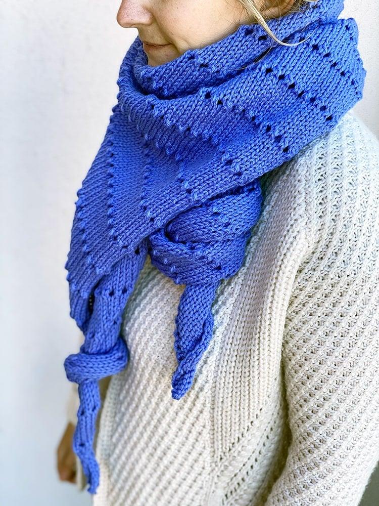 slipped stitch triangle scarf