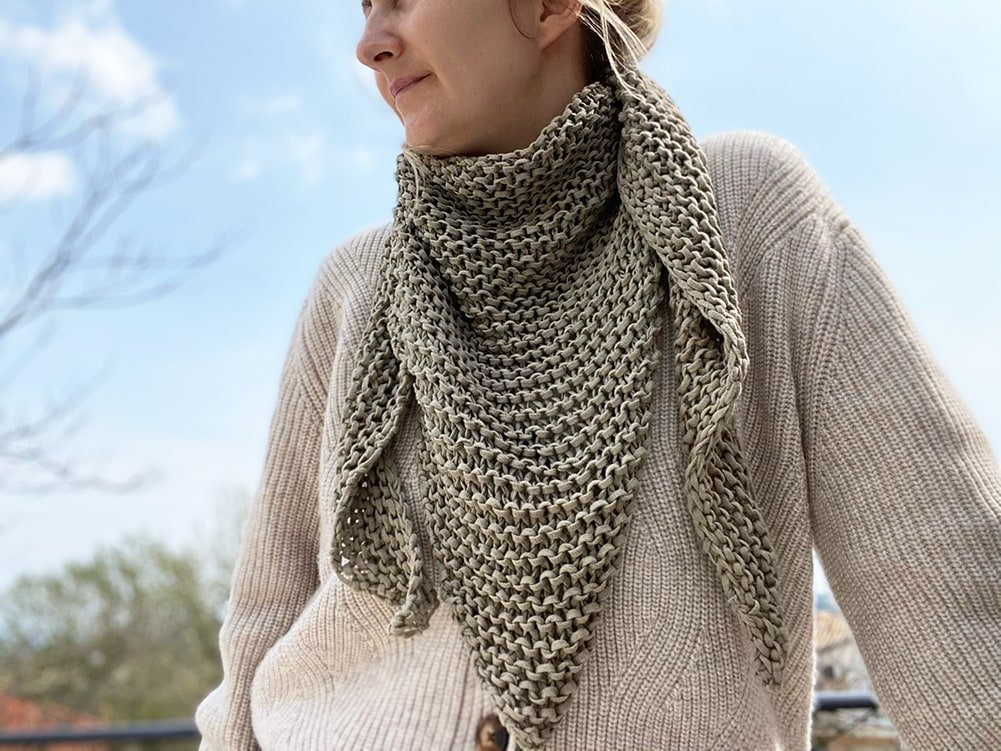 knit triangle scarf