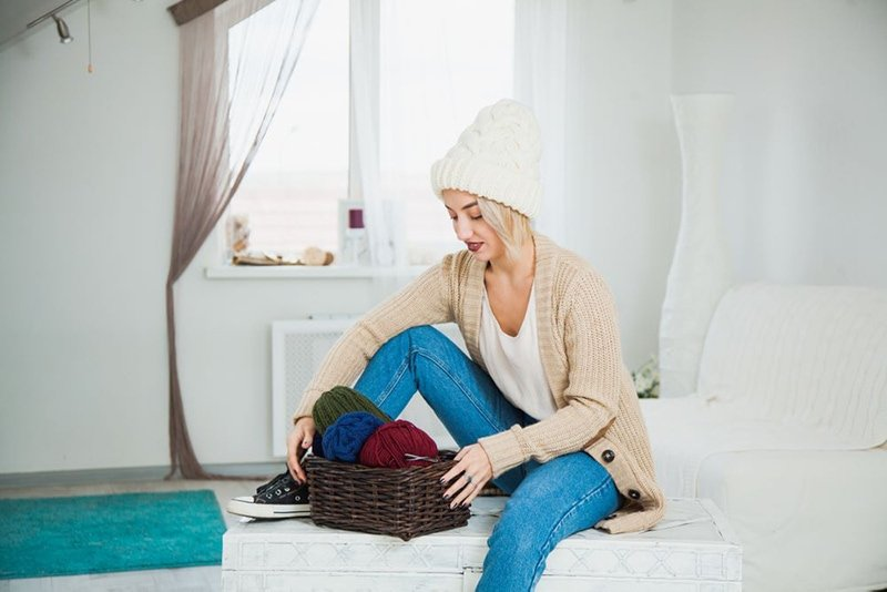 girl with a white knitted hat